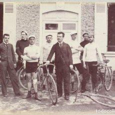 Fotografía antigua: CICLISMO: TENTATIVA RECORD 100 KM -SUR ROUTE DE MONTGERON A OZOÜER-LEJOUX-DE 1904-10 (22,7 X 17,5CM). Lote 113470343
