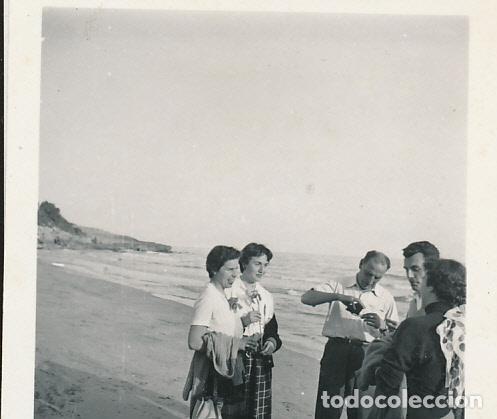FOTOGRAFÍA C. 1948 TARRAGONA ZONA TAMARIT BARCO VELA NAVEGANDO BAÑISTA (Fotografía - Artística)