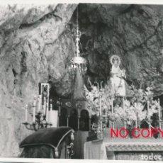 Fotografía antigua: FOTOGRAFÍA ANTIGUA COVADONGA ASTURIAS 1958 VIRGEN SANTUARIO. Lote 114217263