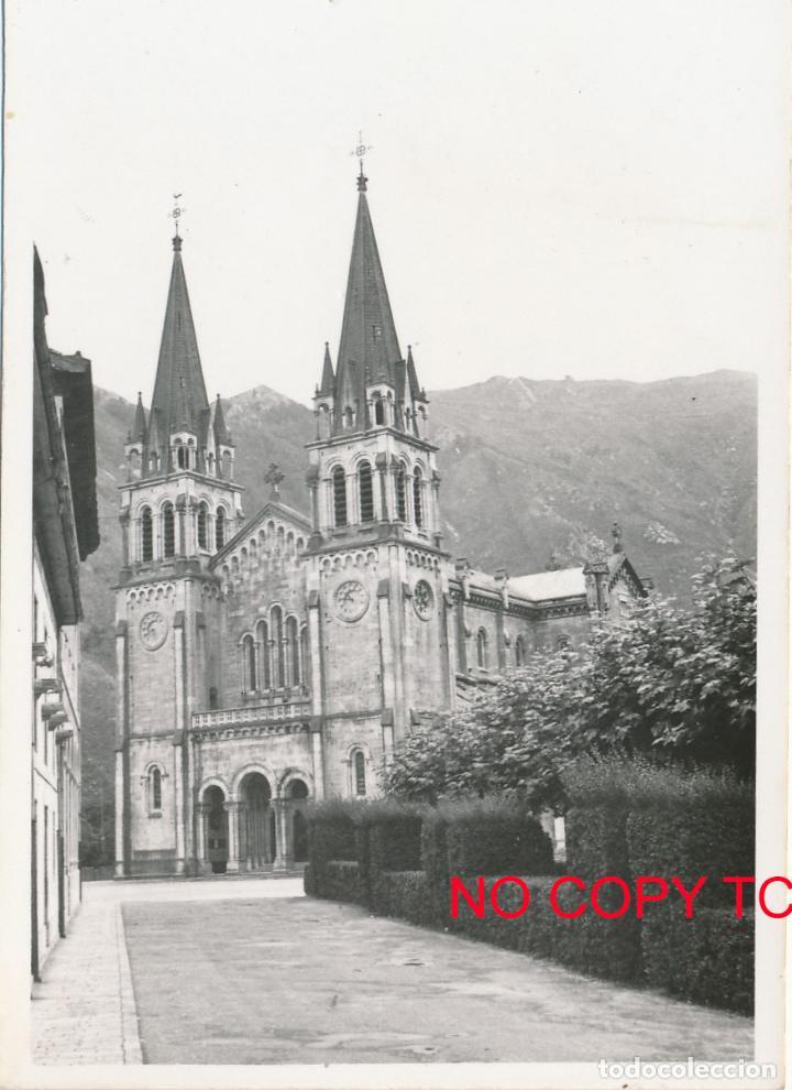 FOTOGRAFÍA ANTIGUA COVADONGA SANTUARIO VIRGEN ASTURIAS 1958 (Fotografía - Artística)
