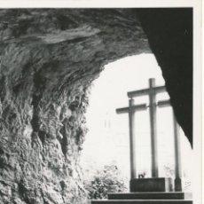 Fotografía antigua: FOTOGRAFÍA ANTIGUA COVADONGA SANTUARIO VIRGEN ASTURIAS 1958. Lote 114217755