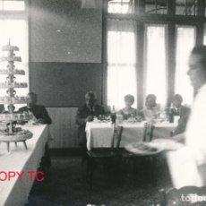 Fotografía antigua: FOTOGRAFÍA ANTIGUA VALENCIA BANQUETE CELEBRACIÓN FESTÍN FOTO CAMAREROOOOOOO. Lote 114439759