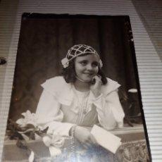 Fotografía antigua: ANTIGUA Y PRECIOSA FOTOGRAFIA DE NIÑA DE COMUNION ANOS 20. Lote 114664575