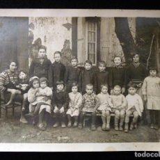 Fotografía antigua: MAGNÍFICA FOTOGRAFÍA DE GRUPO ESCOLAR INFANTIL COLEGIO RURAL.18X13 CM. POSIBLE SIGEAN (AUDE), FRANCI. Lote 115069251