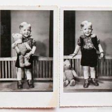 Fotografía antigua: NIÑO ALEMÁN CON SU OSO DE PELUCHE. BERLIN 1951. Lote 116734795