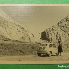 Fotografía antigua: FOTOGRAFÍA - FOTO - BLANCO-NEGRO - B/N - 7,5 CM. X 10,5 CM. - VEGACERVERA - LEÓN - SEAT 600 - 1963. Lote 118813655
