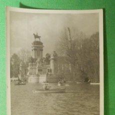Fotografia antiga: FOTOGRAFÍA - FOTO - BLANCO-NEGRO - B/N - 7,5 CM. X 10,5 CM. - EL RETIRO - MADRID - AÑOS 60´S . Lote 118848051