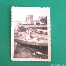 Fotografía antigua: ANTIGUA FOTOGRAFÍA - CHICAS EN BARCO. Lote 119530243