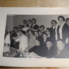 Fotografía antigua: FOTOGRAFIA DE BODA 17,5X23 CM. VER FOTOS. Lote 119585027
