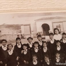 Fotografía antigua: ANTIGUA FOTOGRAFIA ESCOLAR COLEGIO RODRIGUILLO CARRETERA FORTUNA PINOSO ALICANTE . Lote 119659679