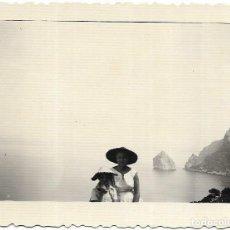 Fotografia antiga: == BB132 - FOTOGRAFIA - SEÑOR Y JOVENCITA - PALMA 1957. Lote 120083927