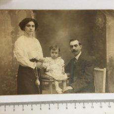 Fotografía antigua: FOTO. RETRATO FAMILIAR. FOTO AMER. BARCELONA. AÑO 1915.. Lote 120623794