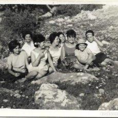Fotografía antigua: *** RR137 - FOTOGRAFIA - GRUPO DE AMIGAS EN EL CAMPO. Lote 120868035