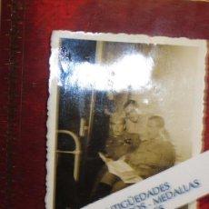 Fotografía antigua: OFICIALES ALTOS MANDOS LEGION TERCIO GRAN CAPITAN GUERRA CIVIL ESPAÑOLA CON PERIODICO. Lote 121364895
