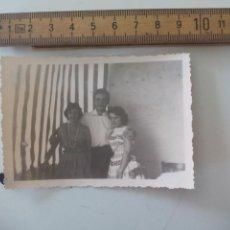 Fotografía antigua: ANTIGUA FOTOGRAFÍA, JOVENES AÑOS 50, CREO QUE ALEMANIA. FOTO . Lote 122049235