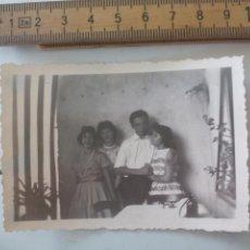 Fotografía antigua: ANTIGUA FOTOGRAFÍA, JOVENES 1958, CREO QUE ALEMANIA. FOTO . Lote 122049279
