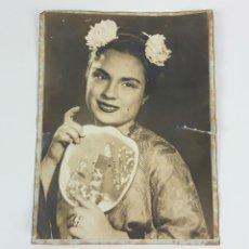 Fotografía antigua: FOTOGRAFÍA MUJER CON ABANICO ORIENTAL. ALBÚMINA?. SIGLO XIX-XX.. Lote 122092207