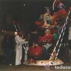 Fotografía antigua: == D428 - FOTOGRAFIA - TRABAJADORES MONTANDO UNA FALLA. Lote 122162871