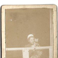 Fotografía antigua: EXTRAORDINARIA FOTOGRAFIA ANTIGUA- DE UNA DAMA CON GATO - FOTO - EASTMAN - PARIS. Lote 126096087