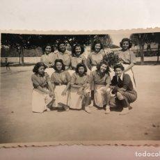 Fotografía antigua: MURCIA. FOTOGRAFÍA. EQUIPO DE BALONMANO FEMENINO DEL SEU (A.1944). Lote 126465179