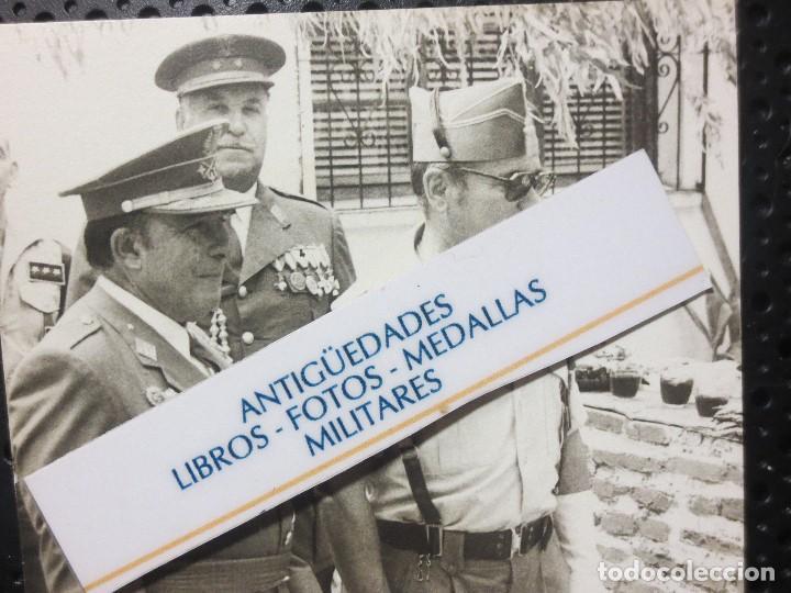 FOTO ALTOS MANDOS OFICIALES CON TRAJES CON MEDALLAS FIN DE GUERRA CIVIL LEGION TERCIO MELILLA (Fotografía - Artística)