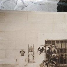Fotografía antigua: FOTO DE COMUNIÓN NIÑA CON SANTO DE 1926 11X8 CM. Lote 128081295