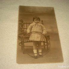 Fotografía antigua: ANTIGUA FOTO DE NIÑA CON ARO. FOTO SAUTES.. Lote 128464859
