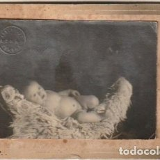 Fotografía antigua: FOTOGRAFIA DE BEBE FOTOGRAFO AZNAR PINTOR MARCO MODERNISTA - - C-52. Lote 128553463