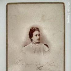Fotografía antigua: FOTOGRAFIA POSTAL, SEÑORITA POSANDO, AÑO 1897, ESCRITA, GRAN FOTOGRAFIA CALVET Y SIMON, MADRID. Lote 128928855