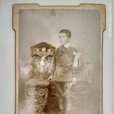Fotografía antigua: FOTOGRAFIA POSTAL, NIÑO VESTIDO DE COMUNION, AÑOS 20, ESCRITA, FOTOGRAFIA F. NAVARRO, MADRID. Lote 128929207