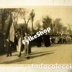 Fotografía antigua: MARISTAS. COLEGIO AUSEVA OVIEDO ANTIGUO, AÑOS 40. Ó GUERRA CIVIL. 8,5X14 CM.. Lote 129196575
