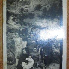 Fotografía antigua: FOTO ANTIGUA FAMILIA SOLDADO U OFICAL MILITAR Y PERSONAS MIRANDA EBRO. Lote 129333023