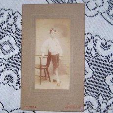Fotografía antigua: ANTIGUA Y PRECIOSA FOTO FOTOGRAFIA DE UN NIÑO CON UN SILLON. FINALES SIGLO XIX PRINCIPIOS SIGLO XX. Lote 54084588