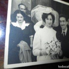 Fotografía antigua: RECIEN CASADOS MATRIMONIO EN MIRANDA DEL EBRO EN LA IGLESIA. Lote 130020519
