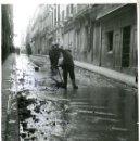 Fotografía antigua: MADRID. CALLES DE MADRID. RETIRANDO LOS EFECTOS DE LA GRAN NEVADA DEL 24.1.1945. FOTÓGRAFO MONTES.. Lote 130524850