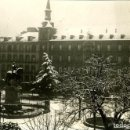 Fotografía antigua: MADRID. LA PLAZA MAYOR DURANTE LA NEVADA. DÉCADA DE 1930. FOTÓGRAFO CORTÉS.. Lote 130525222