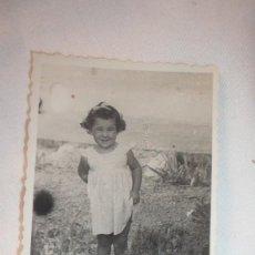 Fotografía antigua: FOTO AÑOS 40; NIÑA POSANDO. Lote 130555818