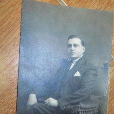 Fotografía antigua: ILUSTRE CABALLERO MIRANDES MIRANDA DEL EBRO FOTO ANTIGUA PRINCIPIOS SIGLO EN DESPACHO. Lote 131023948