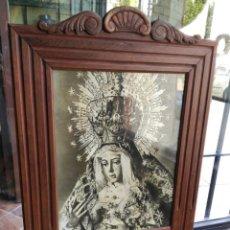 Fotografía antigua: ANTIGUA FOTOGRAFÍA ENMARCADA DE GRAN TAMAÑO DE LA ESPERANZA MACARENA DE TRIANA. Lote 134114010