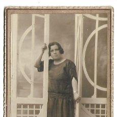 Fotografia antica: G60-EXTRAORDINARIA FOTOGRAFIA ANTIGUA- UNA DAMA - DEDICADA EL 17 - 7 - 1928. Lote 131233963