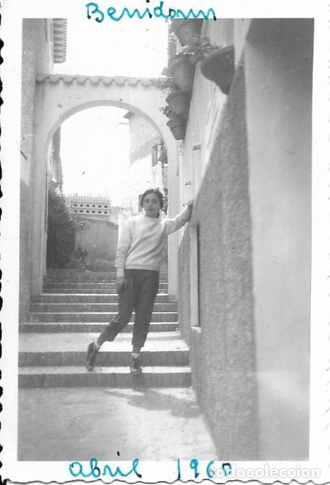 == H943 - FOTOGRAFIA - JOVEN EN BENIDORM - 1960 (Fotografía - Artística)