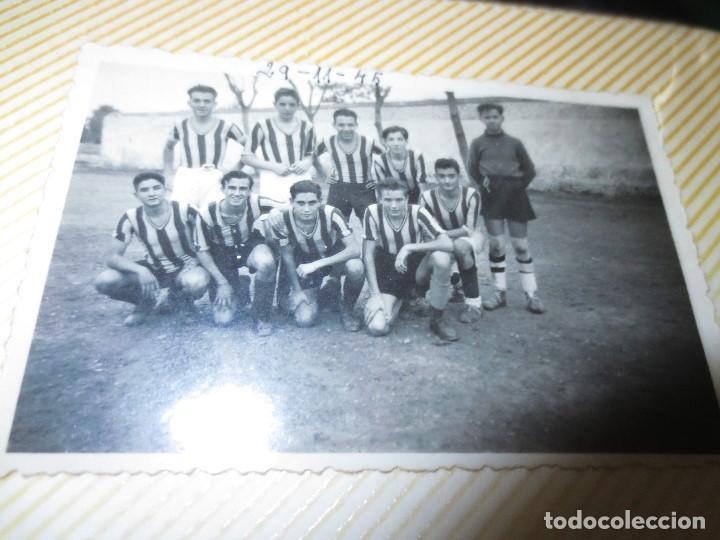 Fotografía antigua: VALENCIA FUTBOL PLANTILLA 1942 EQUIPO SIN DETERMINAR FOTO ANTIGUA - Foto 2 - 131558066