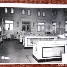 Fotografía antigua: LABORATORIO MEDICO. Lote 131884102