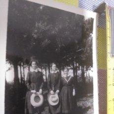 Fotografía antigua: FOTO ANTIGUA ALUMNAS COLEGIO SAGRADO CORAZÓN BILBAO HIJAS DE MARIA AÑOS 30. Lote 131959510