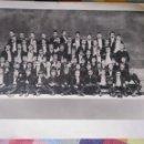 Fotografía antigua: FOTO ANTIGUA ALUMNOS COLEGIO. ES UNA FOTO DE LOS AÑOS 30 DE UNA FOTO DE FINALES DEL XIX. BILBAO. Lote 132020542