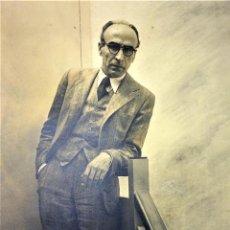 Fotografía antigua: PAREJA DE RETRATOS DEL PINTOR FRANCESC DOMINGO. FOTOGRAFIA. POR LL. SUÑÉ. ESPAÑA.1937. Lote 132094830