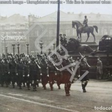 Fotografía antigua: TUBAL DESFILE MILITAR WWII TROPAS ESCOCESAS FOTOGRAFO FREDERICK HOPWOOD LIVERPOOL 22X17 CM. Lote 132896054