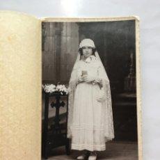Fotografía antigua: FOTO. RECORDATORIO DE 1A. COMUNIÓN. FOTOGRAFÍA COLOM. CASTELLÓN. H. 1920?. Lote 133224802