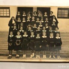 Fotografía antigua: RETRATO ESCOLAR. COLEGIO DE MONJAS (H.1950?). Lote 133360134