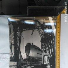 Fotografía antigua: ANTIGUA GRAN FOTOGRAFIA CADIZ ASTILLEROS O BAZAN BARCO AÑOS 60S NOMBRE SANTIAGO . Lote 134215454